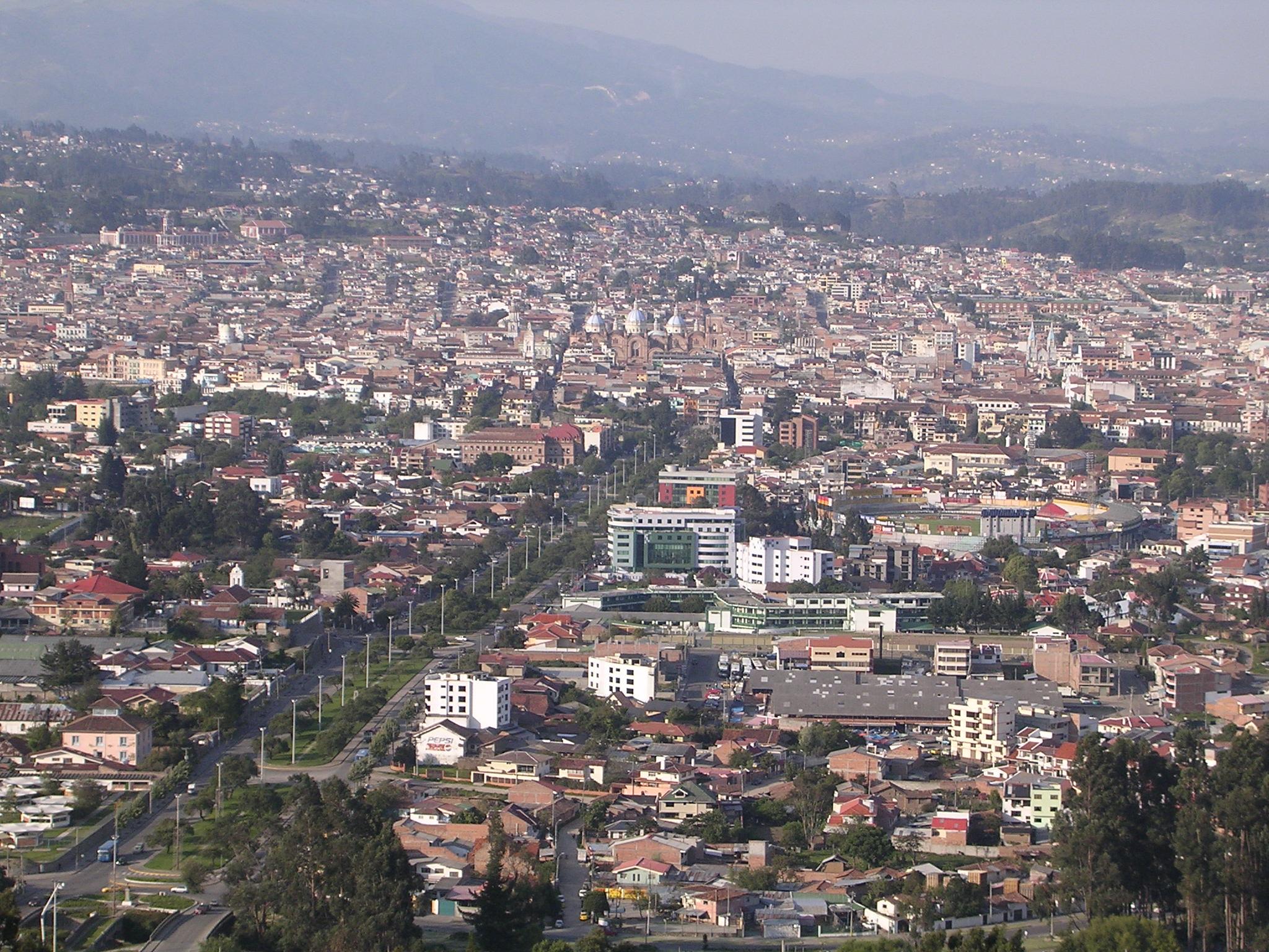 Cuenca_(Ecuador)_from_Turi